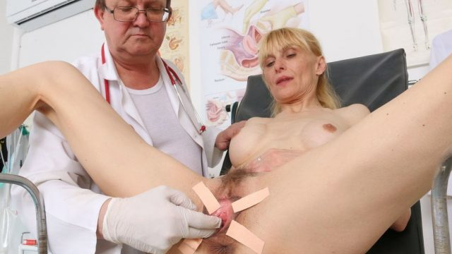 Skinny mature pussy control in gynecologist